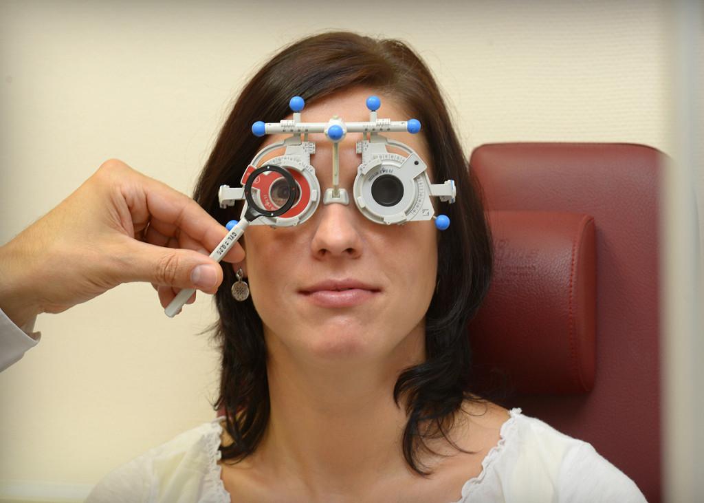 Refraktion Augenprüfung Brillenglasbestimmung Sehanalyse Optik Plüschke Bischofswerda