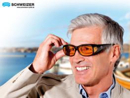 Mann mit Kantenfilter-Übersetzbrille